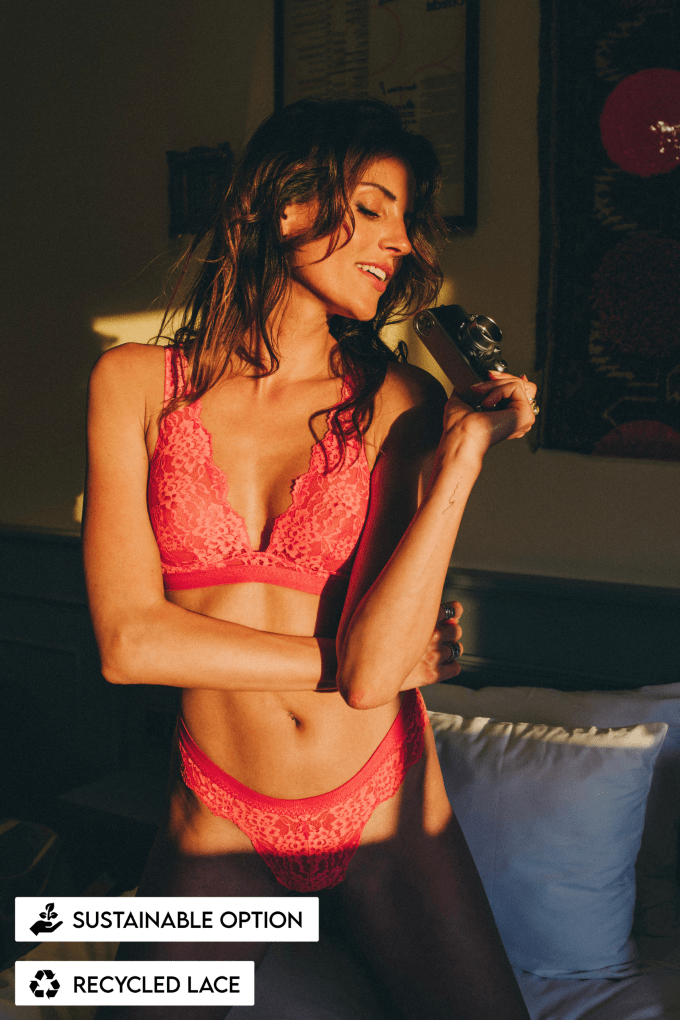 red rood lingerie bra bh kanten ondergoed lace recycled sustainable amsterdam